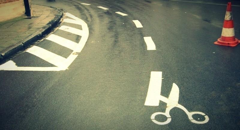 scissors_at_the_road_phixr