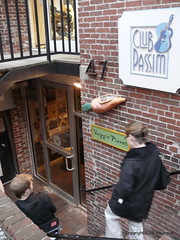 Club Passim, 47 Palmer Street in Harvard Square with Veggie Planet now serving beer!! (eileansiar) Tags: street cambridge woman usa man slr caf club stairs square lens cafe nikon fuji massachusetts harvard palmer finepix planet pro veggie nikkor escalier s2 02138 passim eileansiar 1685mm