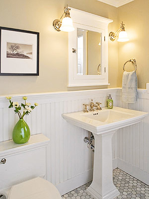 that i m overwhelmingly attracted to white bathrooms with beadboard