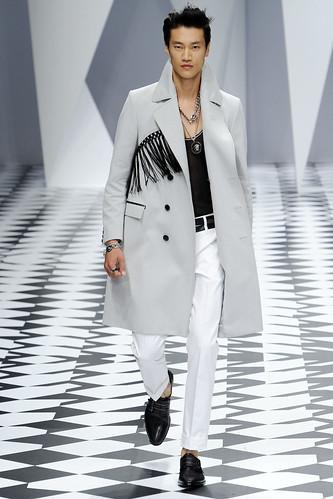 SS11_Milan_Versace0030_Phillip Huang(VOGUEcom)