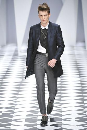 SS11_Milan_Versace0003_William Eustace(VOGUEcom)