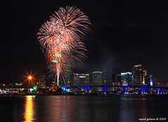 Miami Fourth of July Fireworks (iCamPix.Net) Tags: canon florida fireworks miami july4 professionalphotographer forthofjuly 2010 independanceday watsonisland downtownmiami mostbeautiful miamiskyline 1148 miamifireworks amazingfireworks july42010