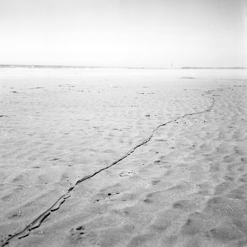 Line in the Sand - Bulverhythe by claire1066, on Flickr