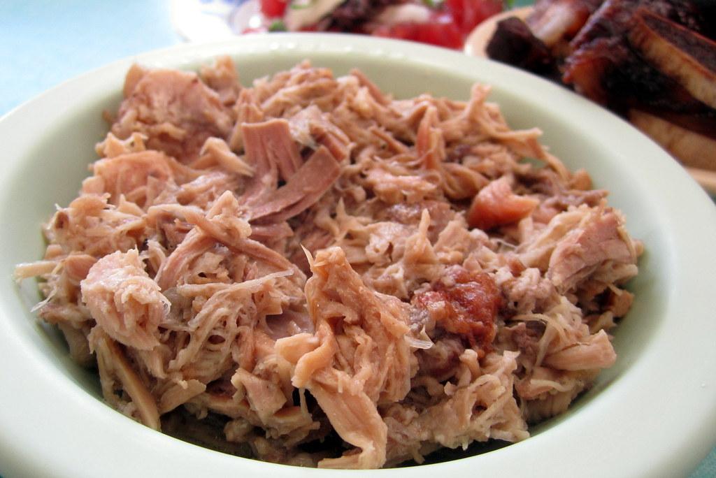 O'ahu - Kalihi: Helena's Hawaiian Food - Kalua Pig