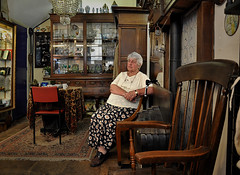Heisteeg 4 Amsterdam. Portrait of a lady who owns an antique shop (martin alberts1) Tags: portrait amsterdam antiqueshop stegen amsterdampictures martinalberts buurtwinkels heisteeg4 fotosvanamsterdam
