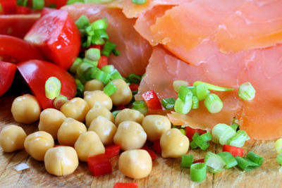 Smoked salmon & chick pea salad 9315 R
