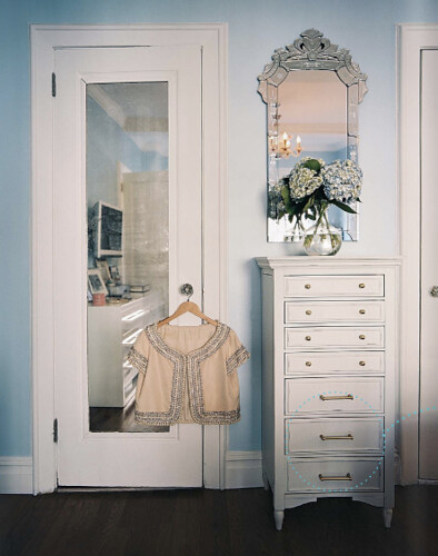 lonny-jewelryarmoire-closed