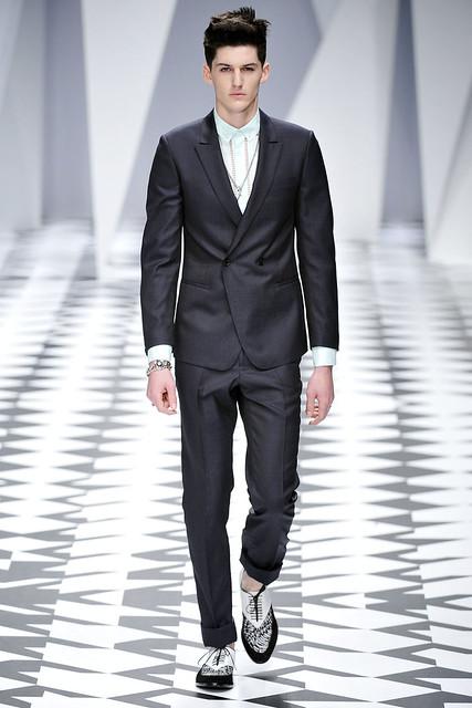 Pat Shaw3001_SS11_Milan_Versace(VOGUE.com)