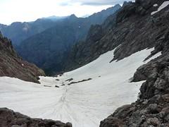 Col des Maures : un névé bouche tout l'entonnoir du versant N ! Fin du tour de la Paglia Orba...