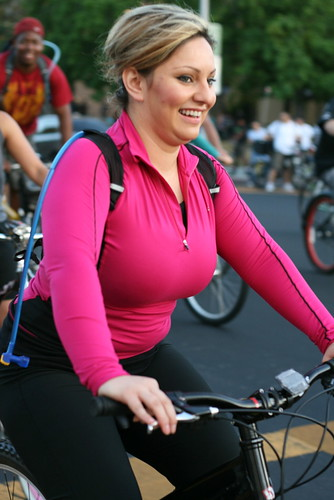 Bike Party pink woman