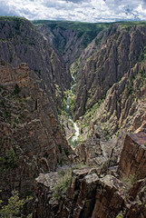 black canyon of the gunnison 2 (tim caynes) Tags: panorama terrain cliff usa rock river landscape nationalpark colorado view sony perspective dramatic canyon cliffs 150 craggy valley edge ledge vista oh montrose geography geology idunno drama crags nevermind height rugged ahaha 18mm abit a300 f13 oneofthose timcaynes caynes gunnisonriver andthatsjustme unitedstatesnationalpark neverfails chasmview backcanyonofthegunnison paintedwallview strangebluefringe testedthemeteringontheoldsony whichappearedtofailwiththeexposure