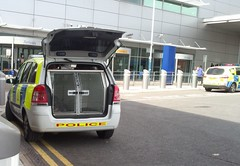 Bedfordshire Police Vauxhall Zafira Dog Unit (ModellerRob's ESV Photos (One)) Tags: city dog west ford public car airport order pov centre 110 bedfordshire police rover daily led area land vehicle protective coventry hertfordshire luton services astra iveco battenburg vauxhall midlands response unit 999 livery armoured zafira smax lightbar constabulary arv