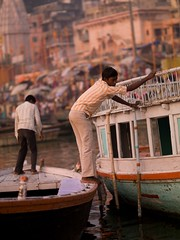 indnr7000100.jpg (keithlevit) Tags: india white man building men green water buildings boats photography boat asia fineart waters levit keithlevit keithlevitphotography