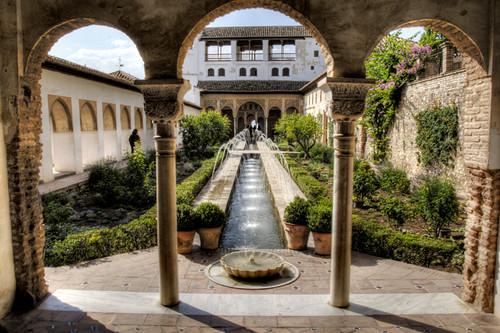 Alhambra, Granada. Patio de la acequia.