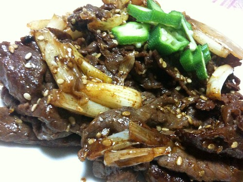 #jisui 牛ももとネギを韓国風タレ焼き。わりとうまい焼肉のタレ作れたぞ。