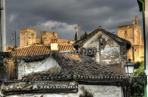 Old roofs and Alhambra. Granada. Viejos tejados y la Alhambra.