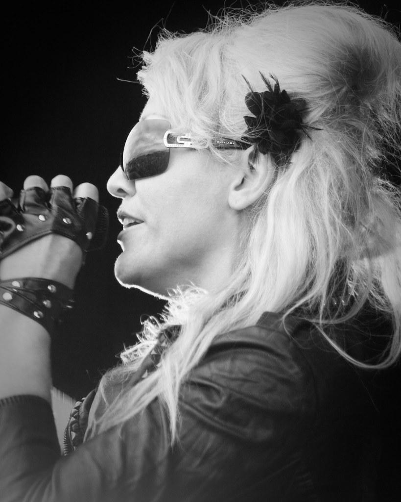 Kelly Llorenna - Pink Picnic Huddersfield