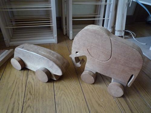 木のおもちゃ(ゾウと新幹線)