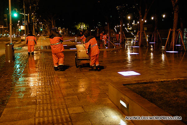 Cleaning work is done at night in Shanghai