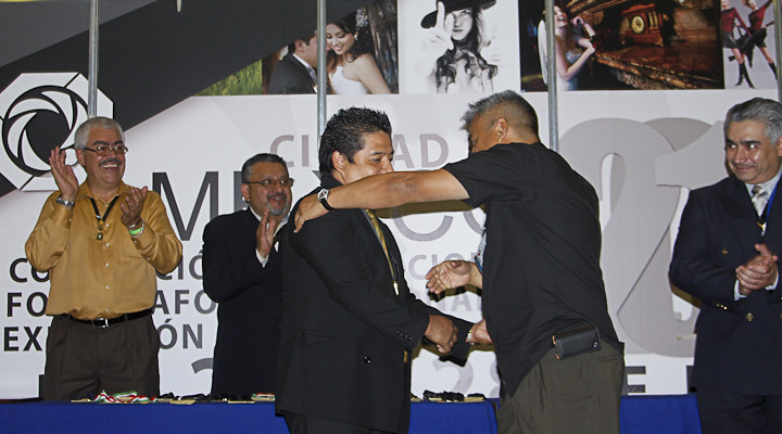 Recibiendo la Medalla de Maestro