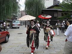 Maiko at Hassaku 2010 (Harumei) Tags: kyoto maiko geiko    gion    hassaku  mameyuri mamemaru