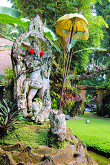 Statue at Pertiwi Resort in Ubud (cwgoodroe) Tags: bali chicken blanco birds museum indonesia dancers rice feathers statues peacock carvings patties ubud legong paddies padies