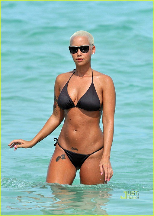 EXCLUSIVE: Amber Rose Shows Off Her Smoking Bikini Body In Miami (NO GERMANY, NO UK)