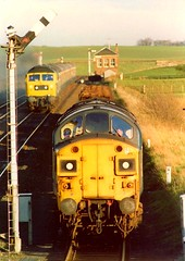 Lochmuir Summit, May 1978. (Kingfisher 24) Tags: scotland fife freighttrain passengertrain class47 class37 passingloop semiphoresignals lochmuir practicanova1