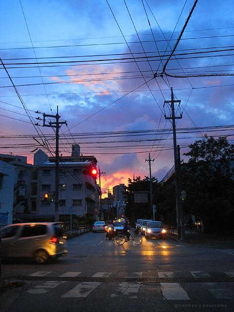 夕暮れの松川公園前の交差点