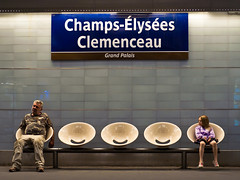 Champs-lyses Clemenceau - Grand Palais (*sputnik) Tags: man paris france girl station bench subway frankreich ledefrance gare metro mtro bank seats ubahn mann md
