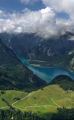 Blick auf den Knigssee in Bavaria (Bn) Tags: lake germany deutschland bavaria berchtesgaden topf50 topf300 kings fjord hikers paragliding thealps topf100 bluelake topf200 paragliders verticalpanorama knigssee stbartholom 100faves 50faves 200faves bayerischealpen nationalparkberchtesgaden jennerbahn 300faves berchtesgadennationalpark holidaysvacanzeurlaub germanbavarianalps southofgermany schnauamknigssee berchtesgadenalps sognidiinamoratidreamsoflovesueosvisuri cleanestlakeingermany stretchesabout77km formedbyglaciers nearborderwithaustria jennermountaintop1870m paraglidingsoaring picturesquesetting sheerrockwalls playaflugelhorn steeplyrisingflanksofmountainsupto2700m hikingtrailsupthesurroundingmountains royalmountainexperience paraglidingoverthebavarianalps