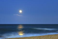 riflessi lunari (luporosso) Tags: sea summer moon reflection mare estate luna reflexions riflessi riflesso nikkor70300 d300s luporosso mirrorser nikond300s theauthorsplaza ¤gigilivornosfriends¤