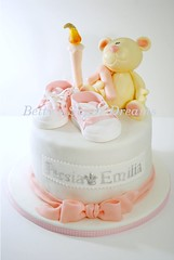 Birthday Bear (Bettys Sugar Dreams) Tags: bear baby girl germany shoe candle princess hamburg kerze sneakers schuhe chucks mdchen br kurs turnschuhe kurse fondant prinzessin sugarpaste motivtorten motivtorte bettinaschliephakeburchardt bettyssugardreams tortenkurs