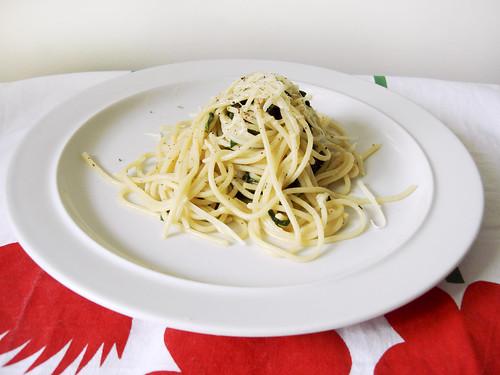 Spaghetti mit Spinat, Knoblauch und Käse