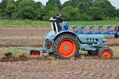 DSC_0036 (Starcadet) Tags: john traktor farm farming kutsche landwirtschaft feld bulldog porsche enten pferd darmstadt deere bauernhof lanz acker egge trekker fendt feldarbeit getreide schmied mhdrescher pflug oberfeld hofgut hufheisen