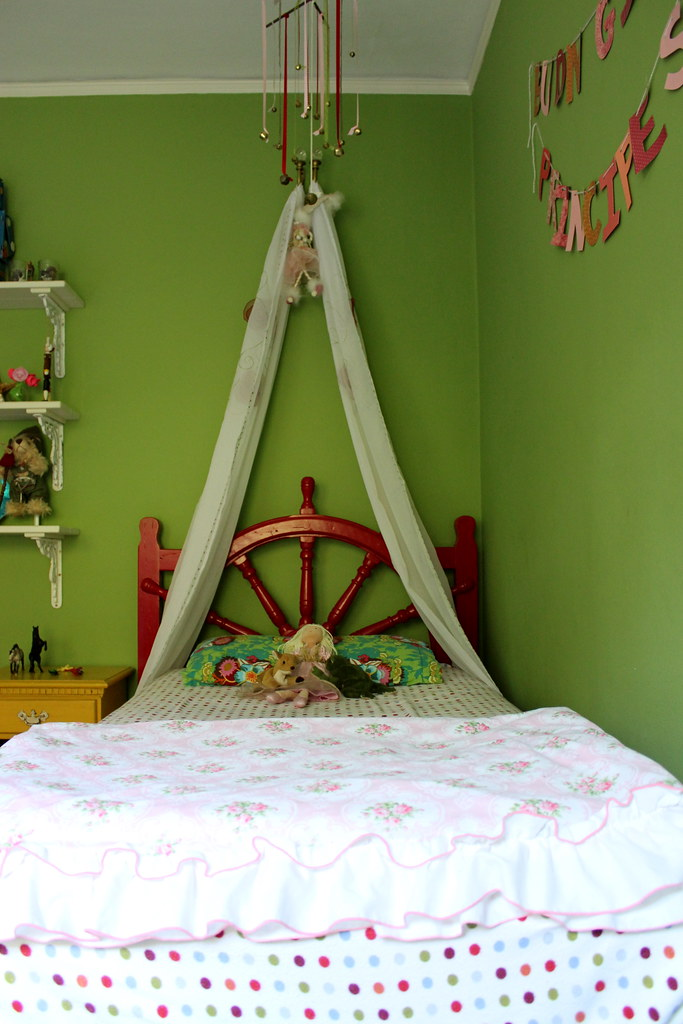 luca and gia's bedroom