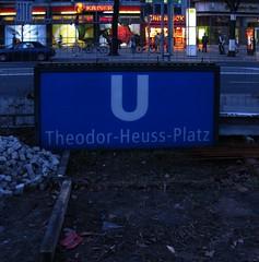 Berlin-Westend, Theodor-Heuss-Platz, 2010 (Thomas Lautenschlag) Tags: berlin u2 ubahnhof ubahn theo kaiserdamm westend charlottenburg lindenallee charlottenburgwilmersdorf  masurenallee ahornallee heerstrase reichsstrase reichskanzlerplatz thomaslautenschlag pommernallee