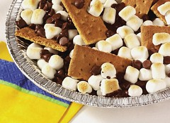 S'mores Nachos (Betty Crocker Recipes) Tags: chocolate campfire marshmallow marshmallows smores cracker piepan graham crackers nachos chocolatechips bettycrocker grahamcrackers generalmills pietin toastedmarshmallows minimarshmallow smoresnachos