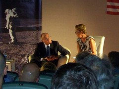 Tito Stagno e Anna Parisi (Air Force One) Tags: moon luna aq 2010 apollo11 tagliacozzo moondream avezzano annaparisi terrediconfine titostagno cinemamultisalaastra ilcielodiargoli