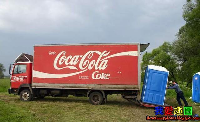 可口可樂在運送流動洗手間