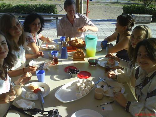 Украинская делегация вместе с Филом из США и Чемги из Монголии за завтраком 24-го августа в День Независимости Украины