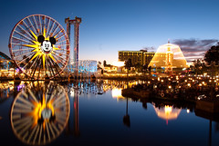 Mickey's Fun Wheel, Paradise Pier (andika.murandi) Tags: reflection water fountain disneyland disney mickey disneycaliforniaadventure paradisepier worldofcolor funwheel