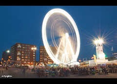 Spinning around (JdJ Photography (Aardewerk)) Tags: city light holland wet water netherlands amsterdam river dark boats evening licht streetlight europa europe downtown centre ships nederland nat boten tables sail ferriswheel bluehour innercity avond benches mokum centrum terras province stad ij reuzenrad crowded noordholland donker druk lotsofpeople javaeiland lantaarnpaal benelux rivier schepen bankjes randstad tafels binnenstad ijriver provincie northholland draaien spinningaround amsterdamcentrum straatverlichting veelmensen blauweuur amsterdamcitycentre nautischevenement nauticevent eenselke5jaar onceevery5years