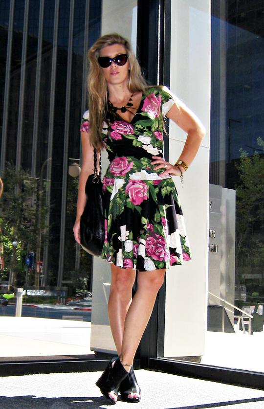 betsey johnson rose dress+pour la victoire wedges+ferragamo bag+tom ford anouk sunglasses+1