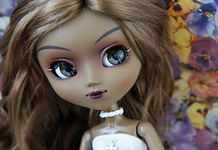 Chelsea (~hera~) Tags: flowers brown white doll dolls queen pullip another brunette pullips rewigged jpopdolls