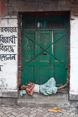 Calcutta : la sieste (hubertguyon) Tags: india asia earth sleep western siesta dormir bengal calcutta ville inde sieste occidental bengale kolkota jorasanko bengaleoccidental