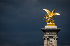 wie ein Spaziergang im Regen (obsidiana10) Tags: paris france statue sonya77 puentealejandroiii beauxarts pontalexandreiii