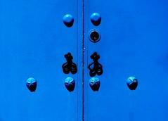 Puerta (camus agp) Tags: aldabas puertas azules españa pueblos cerraduras