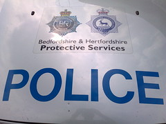 CREST ON HERTS ARV (NW54 LONDON) Tags: bedfordshirepolice hertfordshirepolice policecrest
