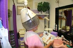 Wilma in a ladies salon (wilma_christina) Tags: rollers trockenhaube lockenwickler dryerhood